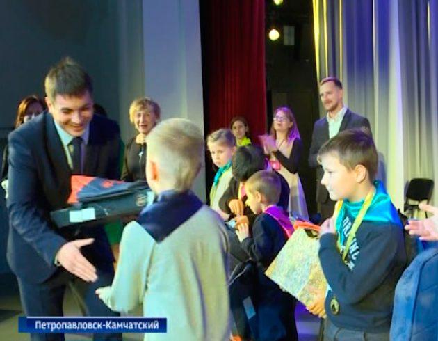 Сотрудники «Газпром межрегионгаз Дальний Восток» поддержали юных участников математического чемпионата